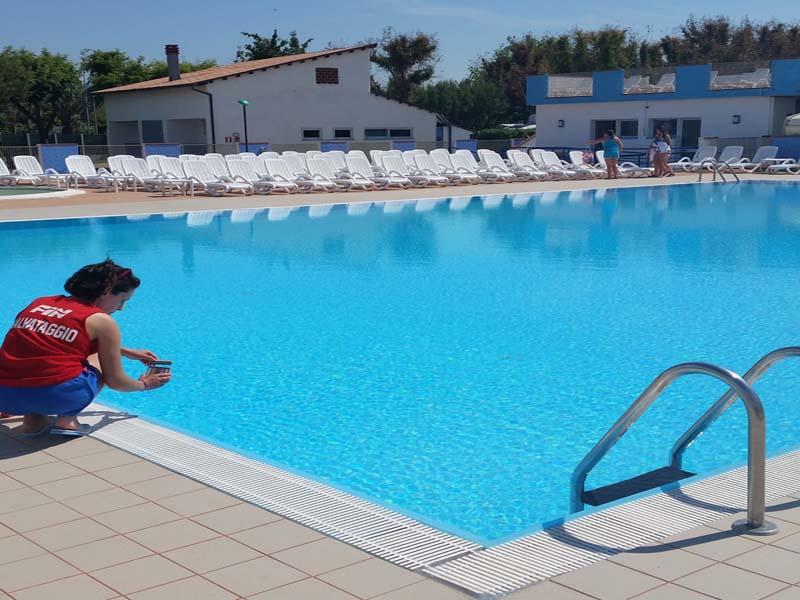 Camping villaggio abruzzo con piscina eurcamping - Camping con piscina ...